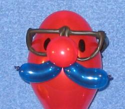 Below Is A Funny Face Clown That Uses 160 For The Mouth Two Heart Balloons